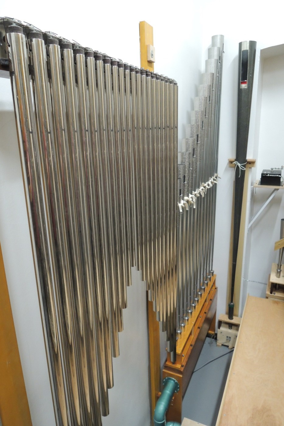 "Chimes and 8' Gabriel Trumpet (10"" pressure) bottom octave"